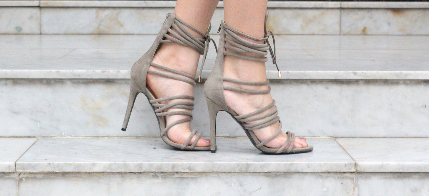 peexo fashion blogger wearing lace up heels