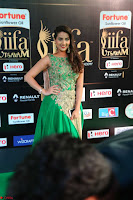 Manjusha in Beautiful Sleeveless Green Anarkali dress at IIFA Utsavam Awards 05.JPG