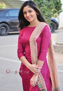 Real cute Indian Girls images, Real COllege girls photo