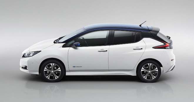 2018 Nissan Leaf side view