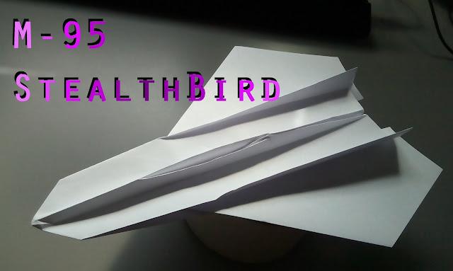 Avión de papel M-95