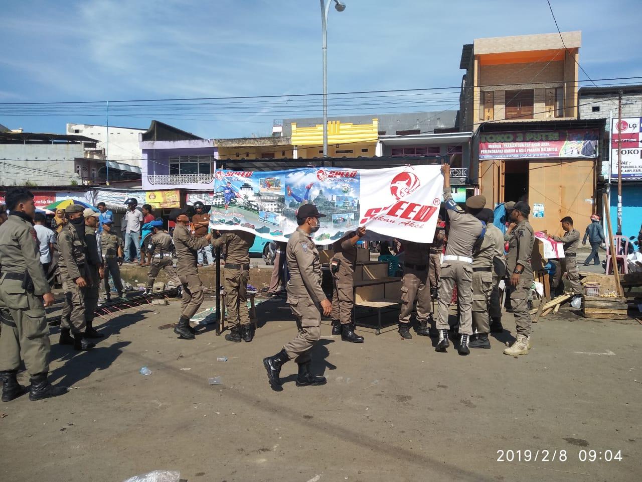 Petugas Gabungan SatPol PP dan Dishub Sinjai Tertibkan PKL Yang Melanggar di Pasar Sentral