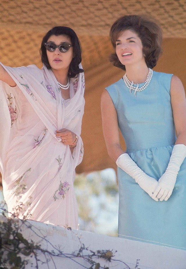 Jackie Kennedy Dresses: 25 Captivating Color Photographs Of Jackie Kennedy In