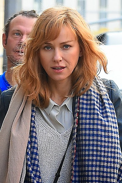 Naomi Watts dyed her hair red