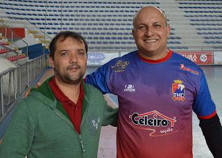 Secretário de Esportes, Luiz Otávio Oliveira, e o presidente do THC, Fernando Louzada, durante o II Torneio de Hóquei Sobre Patins em Teresópolis