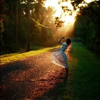 Αποτέλεσμα εικόνας για Στο μονοπάτι της ευτυχίας μας θα βρούμε το μάθημα για το οποίο διαλέξαμε την ζωή αυτή