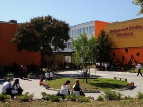 Köves Slomóék vették meg az óbudai egyetemet