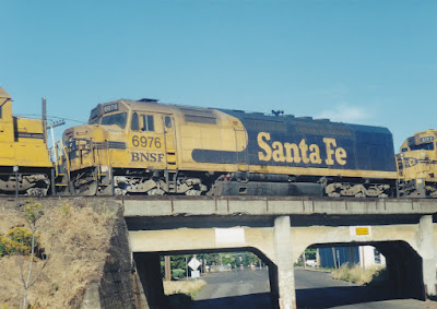 BNSF SDF40-2 #6976 in Vancouver, Washington, in July, 1999