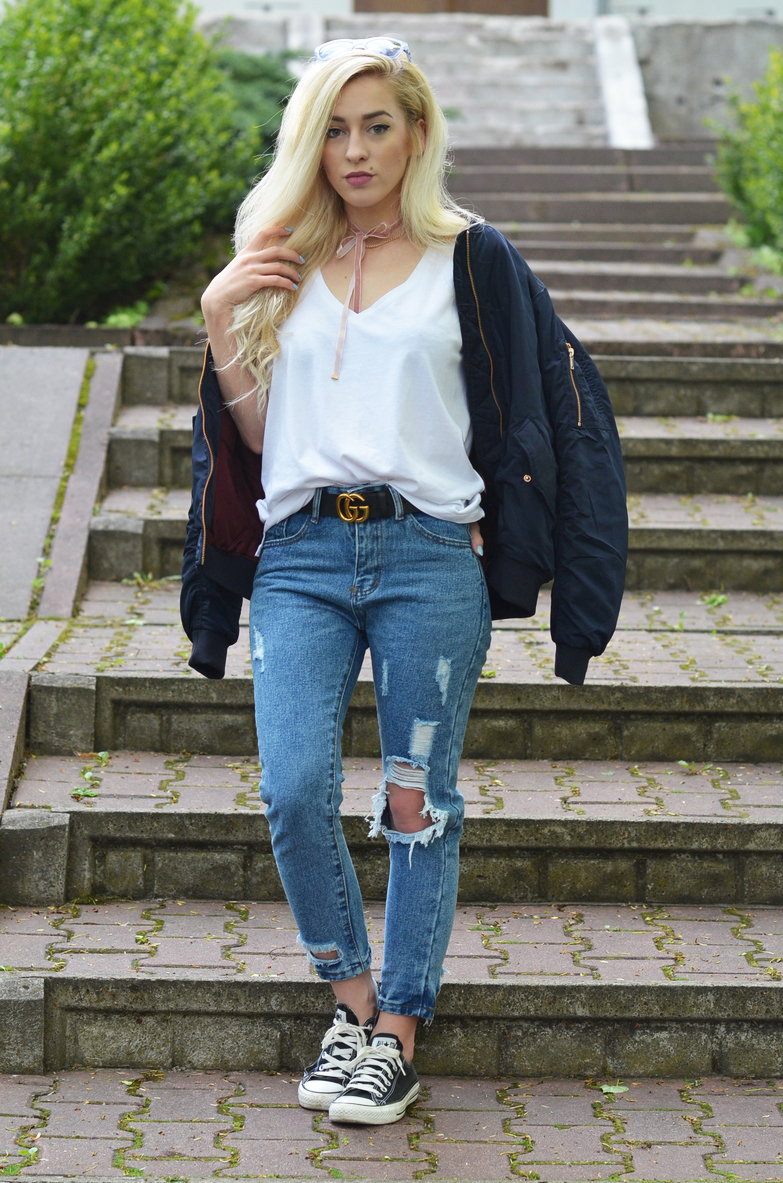 CASUAL : jeansy, biała koszula, converse