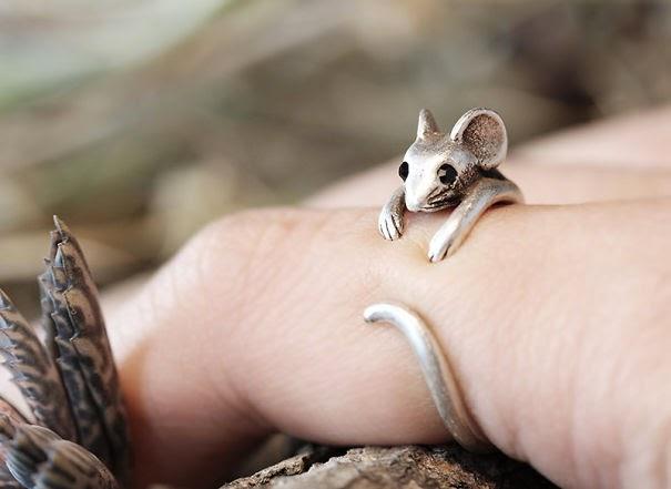Un anillo con forma de ratón