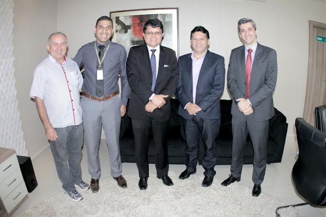 EM COARI, PREFEITO RAIMUNDO MAGALHÃES PARTICIPA DE REUNIÃO COM SUPERIENTENDE REGIONAL DO BANCO DO BRASIL
