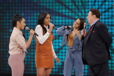 Raul Gil com MC Loma as Gêmeas Lacração no quadro Funkeirinhos (Foto: Rodrigo Belentani)