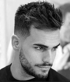 Gaya rambut pria pendek spiky undercut