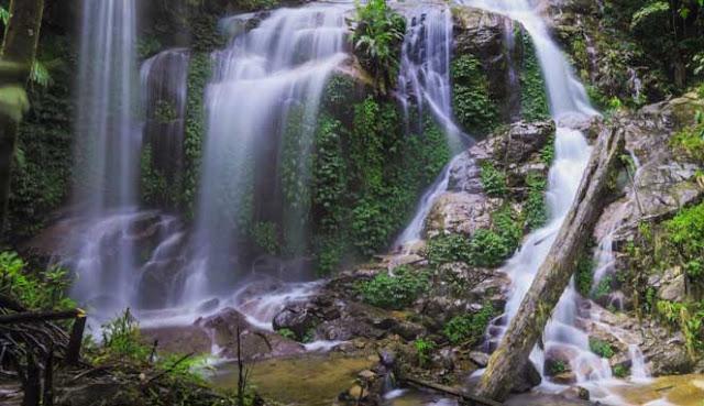 ialah salah satu daerah wisata terindah yang sanggup Anda kunjungi ketika belibur ke Provins MENIKMATI KEINDAHAN AIR TERJUN TALANG KEMULUN DI KERINCI