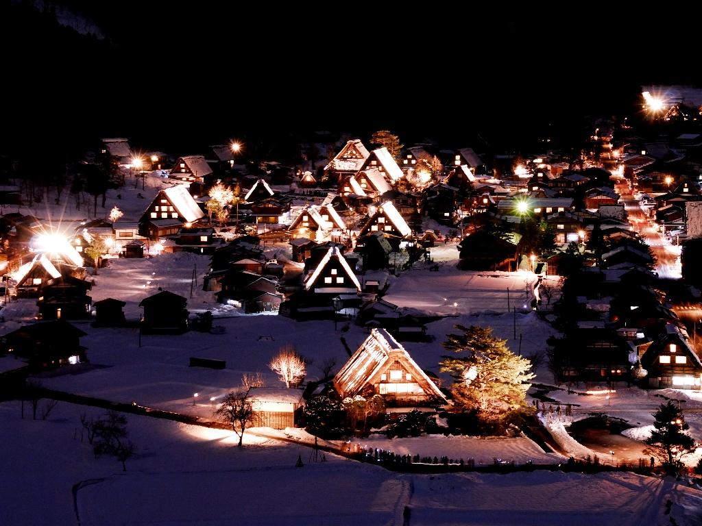 冬日美景盡在眼前,一年一度 白川鄉點燈 大雪加上美麗合掌式建築 令人著迷的夢景
