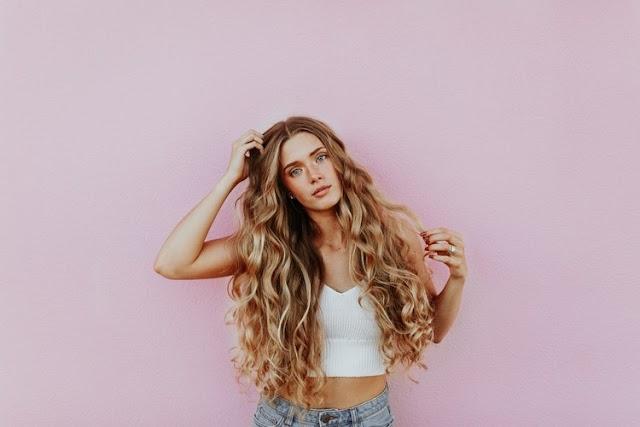 3 τροποι να αντιμετωπισετε την αραιωση των μαλλιων μετα τα 40