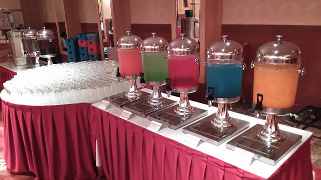 Minuman yang berwarna warni