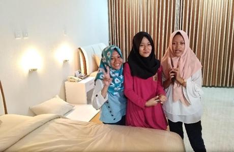"Trio Gadis Madiun Ini ""Kewel"" Ketika Diizinkan Jokowi Menginap di Istana Kepresidenan"