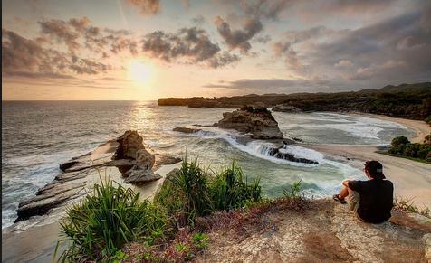 Tempat wisata pantai klayar di pacitan