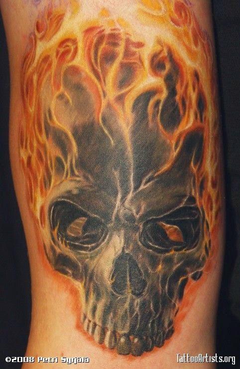 Tatuaje de craneo llameante