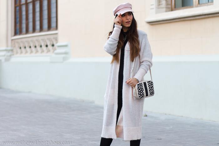 Influencer Valencia Look urban chic estiloso elegante ideas combinar chaqueta larga con botas planas worker