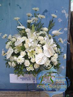 rangkaian standing flower turut berduka cita Rp.600.000,-