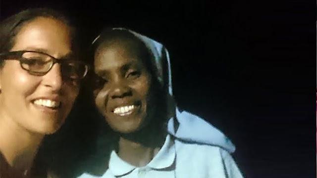 Marta Vizcaíno y sor Jane Wambui, misionera salesiana, en Tonj