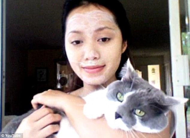 Michelle Phan DIY masque litière chat - Bizarrerie cosmétique - Blog beauté Les Mousquetettes