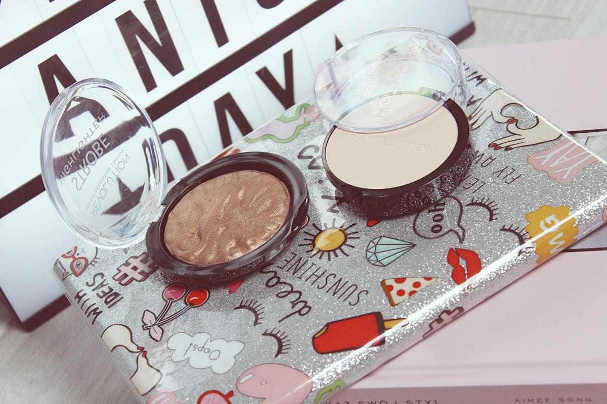 Makeup Revolution Pressed Powder Porcelain Soft Pink, Strobe Highlighter Rejuvenate 1