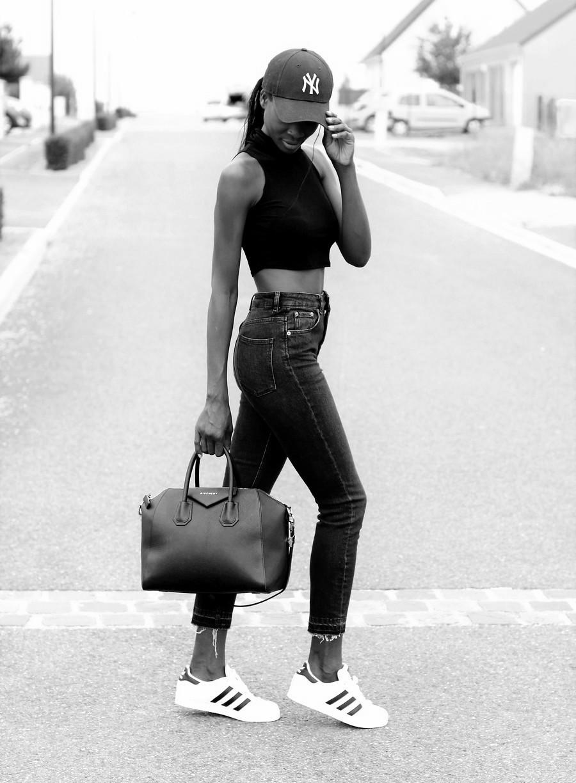 sac-givenchy-antigona-jeans-taille-haute-mom-jeans-adidas-superstar-ootd