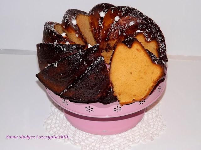 Babka krówkowa w polewie czekoladowej.