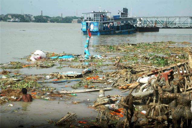 Flushing out Ganga defaecations | Sand Prints