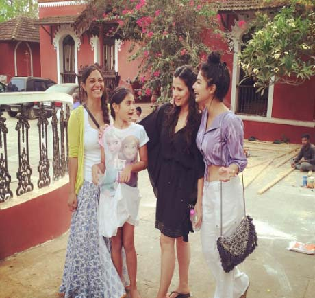 mouni roy with friends pic