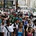 95 % de los venezolanos no se suicidan ante la crisis por temor a que les mamen gallo