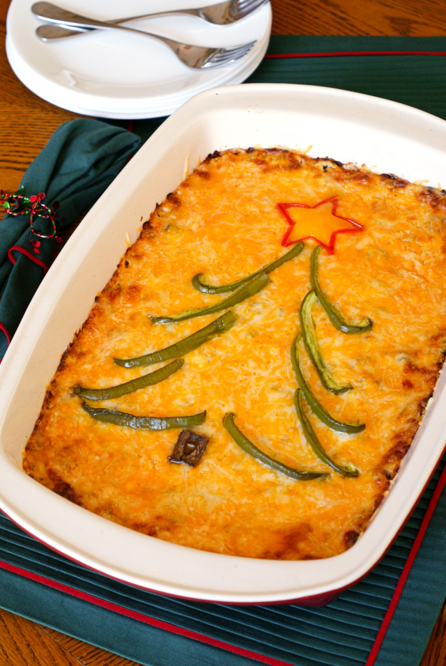 Holiday Hash Brown Casserole is a cheesy potato breakfast casserole that is loaded with fresh veggies and turkey sausage, making it truly holiday-worthy! #sponsored
