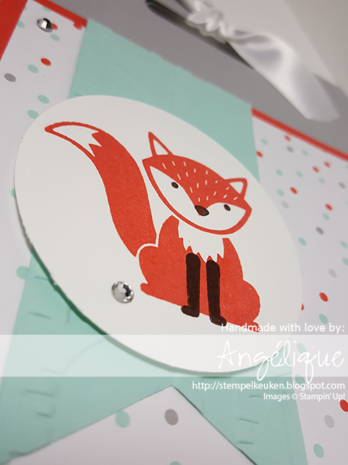 de Stempelkeuken http://stempelkeuken.blogspot.com A Little Foxy DSP, Foxy Friends, Fox Builder pons, Smoky slate, Calypso Coral, Pool Party, Crazy About you, Triple Banner Punch, Woodland Embossing Folder