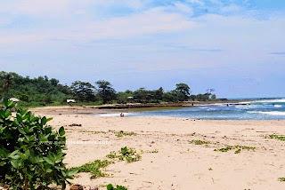 pantai pasir putih Sarwana