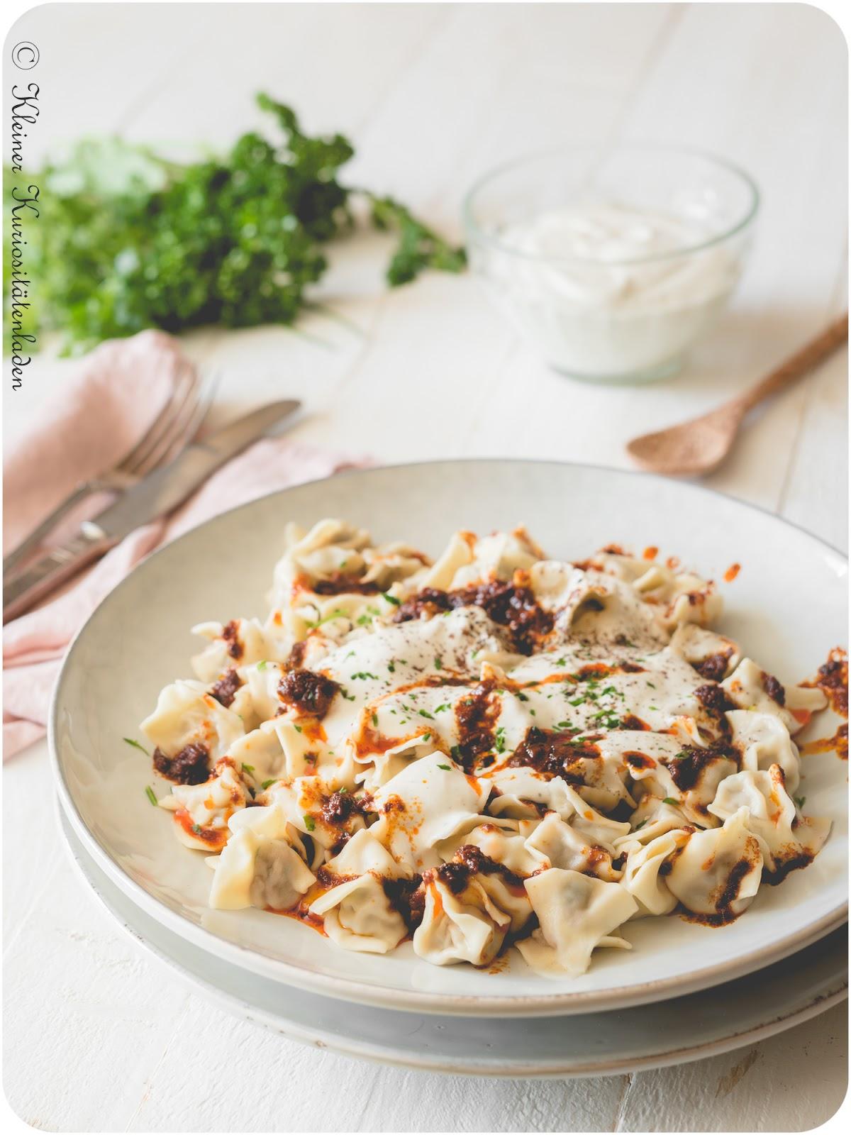 Manti | Türkische Teigtaschen mit Joghurtsauce und Paprikabutter