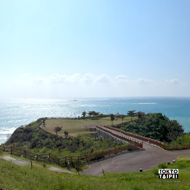 【知念岬公園】沖繩東南角懸崖邊看海 望向一望無際太平洋