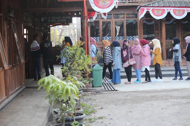Jadi Baru Kebumen 2018 Tour To Bandung, Best Momen- makan bersama di rumah makan eMTe highland resotr kawah putih bandung