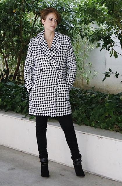 Outfit-Abrigo-pata-gallo-negro-blanco-2