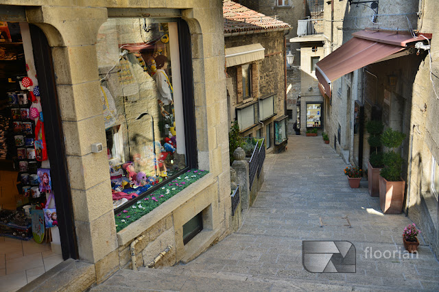 Uliczki i sklepy w San Marino. Atrakcje turystyczne San Marino. Co warto zobaczyć w San Marino?