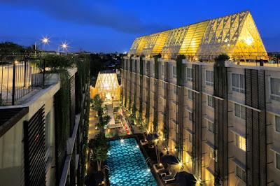 krawangan GRC ukiran Bali sebagai atap resto di rooftop hotel Ananta Legian Bali