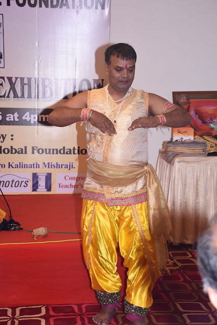 18. Rajendra Chaturvedi Kathak Dancer performing