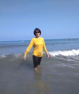 Ombak dan air laut di Pasir Putih Situbondo