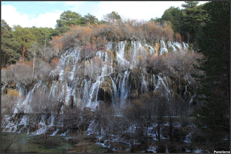 Cascadas del Nacimiento Del Río Cuervo (vista 2)