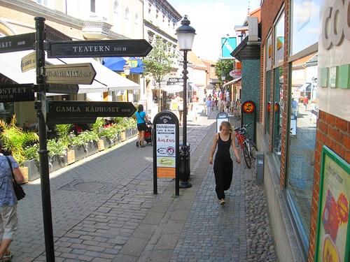 شاهد العاصمة مدينة ستوكهولم وساحاتها بالكامل عبر الكاميرات  المتاحة بجميع الشوارع هنا