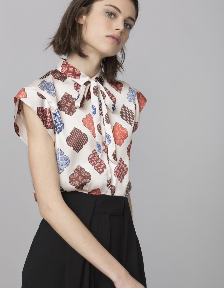 Descubre en Pacifika Tienda Online tu estilo casual y único con nuestra gran variedad de camisetas de moda para mujer, estampadas, desportivas o casuales .