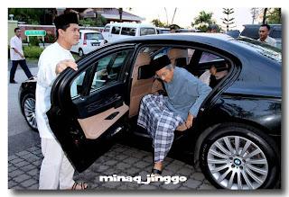 http://2.bp.blogspot.com/-n0C4ZRmhvpM/Tj8GujaIOuI/AAAAAAAABvA/uxd0q8RkHHY/s320/HHalem-1-Tun-Mahathir-Siti-Asmah.jpg