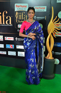 Shanvi Looks Super Cute in Pink Backless Choli Blue Saree at IIFA Utsavam Awards 2017 15.JPG